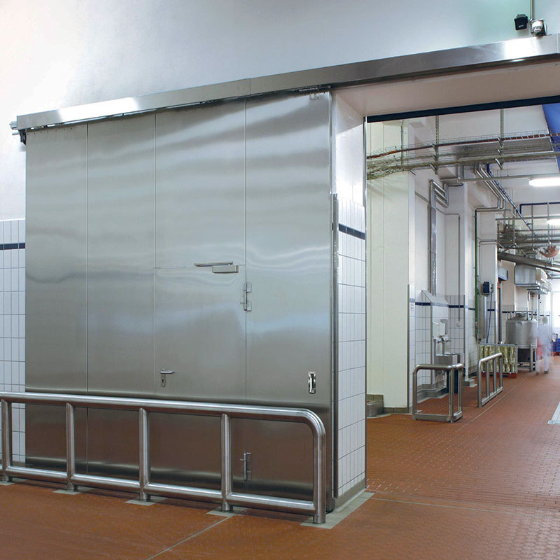 T30 fire protection sliding door, with wicket door, in the food production sector