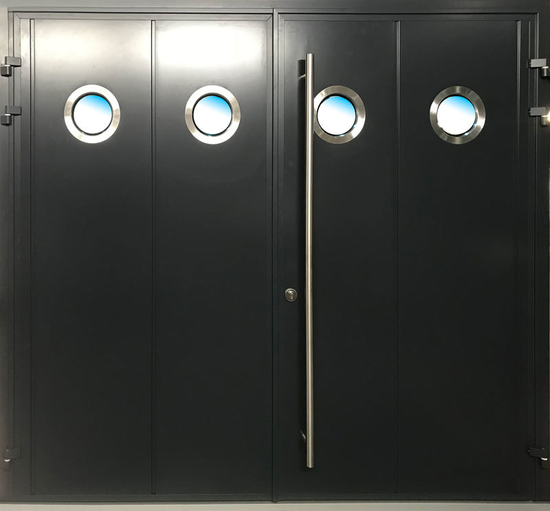 Carteck Side Hinged Solid Vertical In Black Smooth Finish With Teckentrup Bling Zeta Windows ø280mm and D Handle